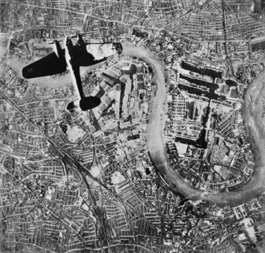 A Heinkel He III  bomber flying over Wapping and the Isle of Dogs at the start of the London Blitz, 7 September 1940 (C) IWM