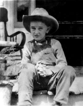 Lyndon_B._Johnson_-_15-13-2_-_ca._1915