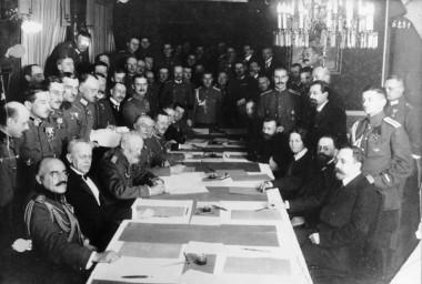 Bundesarchiv_Bild_183-R92623,_Brest-Litowsk,_Waffenstillstandsabkommen