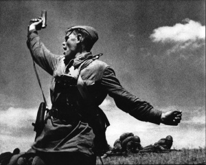 Politruk Alexey Yeremenko encouraging his men to counterattack against german positions